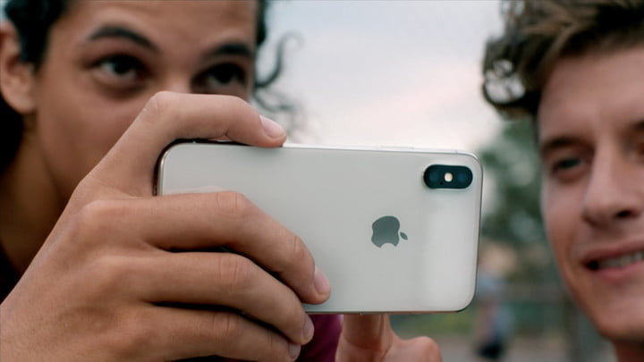 what smartphone takes the best pictures
