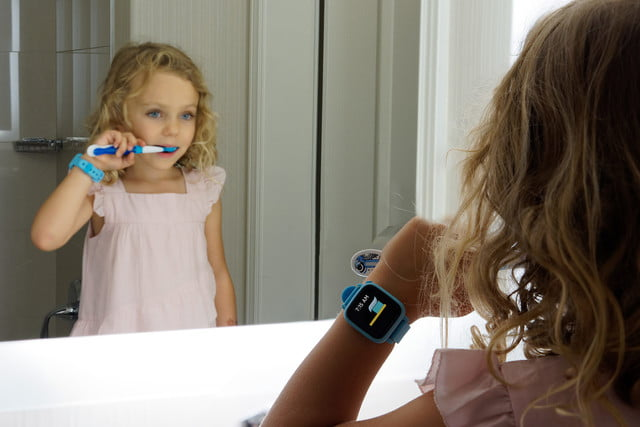 Children learn good habits and how to tell time with Joy's Octopus smart watch
