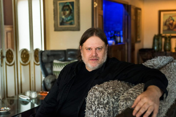 Matthew Sweet on couch