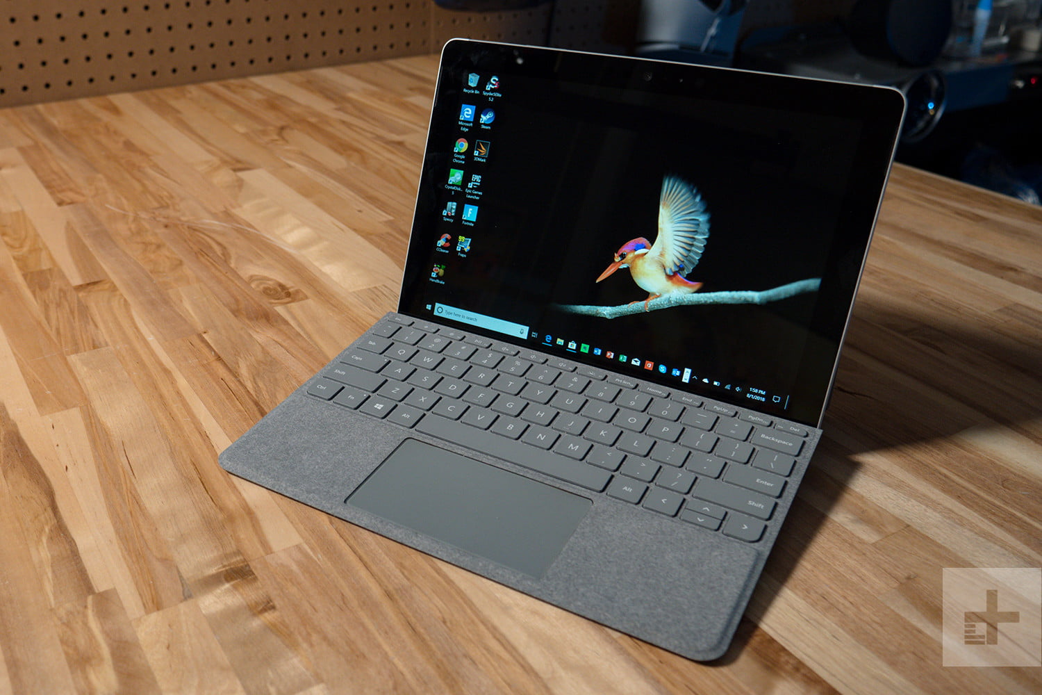 Microsoft Surface Go Drops to $350 For Black Friday Sale