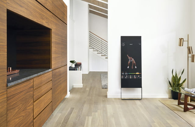 Smart mirror puts the gym and the trainer in your living