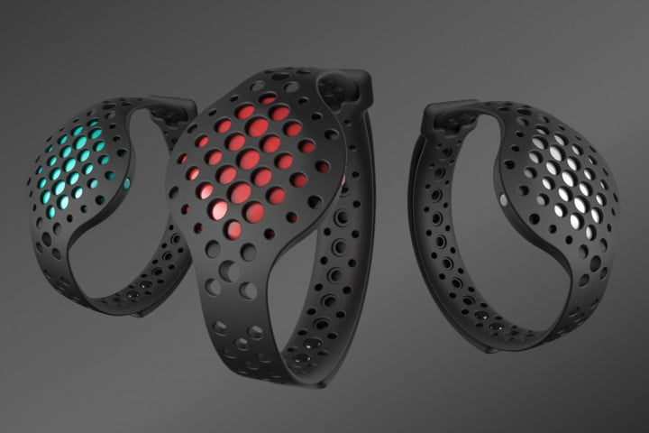 the moov now uses machine smarts to help improve your workouts hero shot 3up no logo