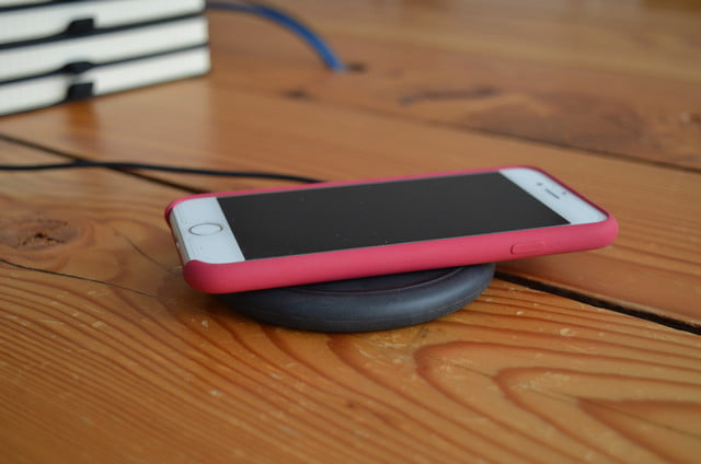 buy online 6f826 a6a9f Mophie vs. RavPower vs. Belkin Wireless Charging Pad Review ...