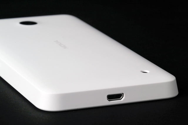 Nokia Lumia 635 bottom dock