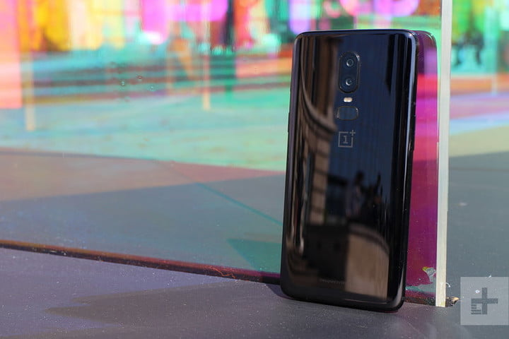 oneplus 6 hands on against glass