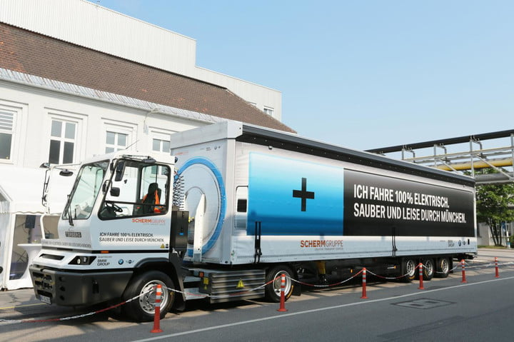 18 Wheels Zero Emissions Bmw Premiers All Electric Material Transport Truck In Germany