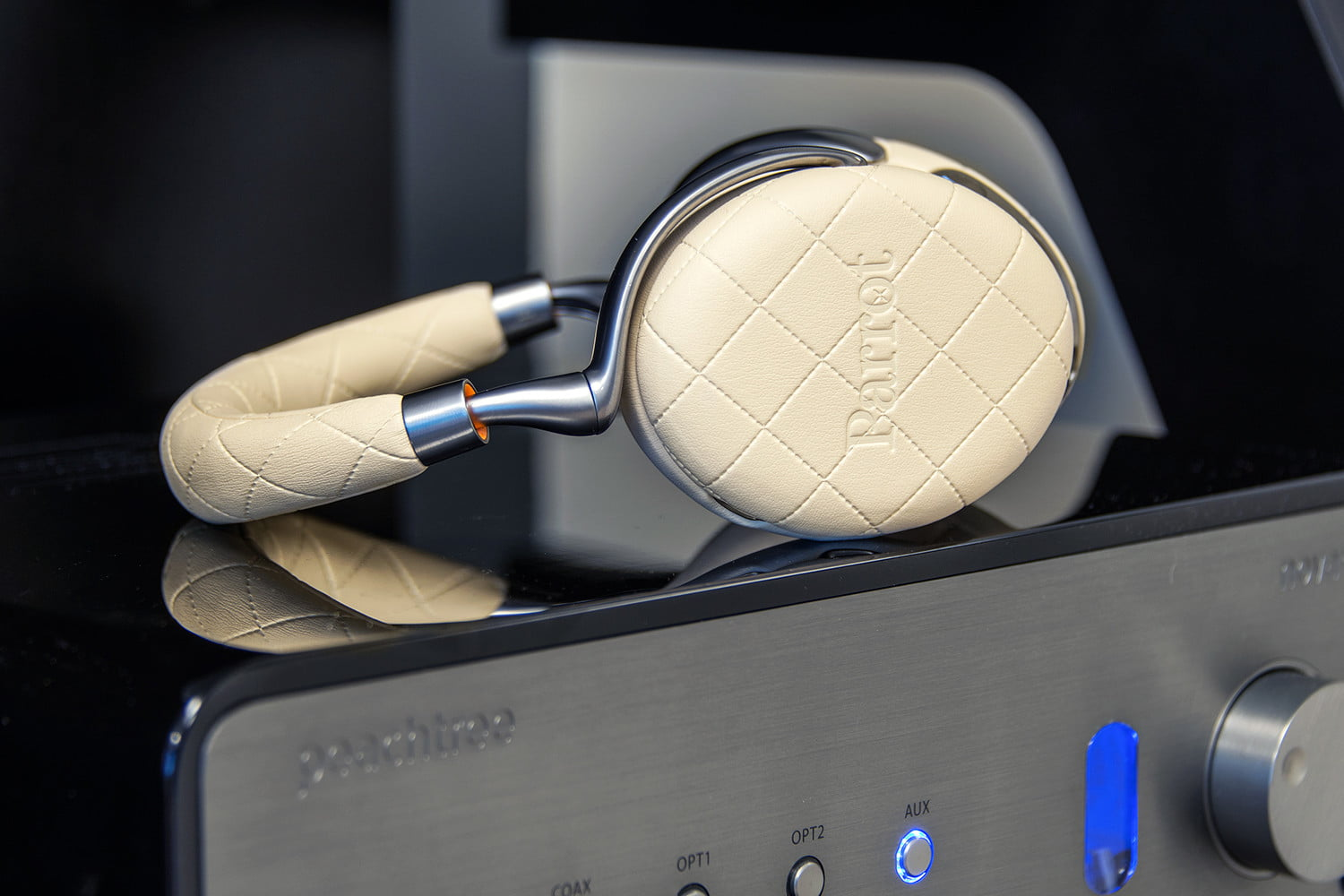 Parrot Zik 3 Review Wireless Noise Cancelling Headphones Digital Stereo Headphone Jack Wiring Diagram Besides 5mm Audio Even When Things Get Fuzzier Via Bluetooth Connection The Really Hold Their Own At Price Point It Comes To Delineating Finer Details Of