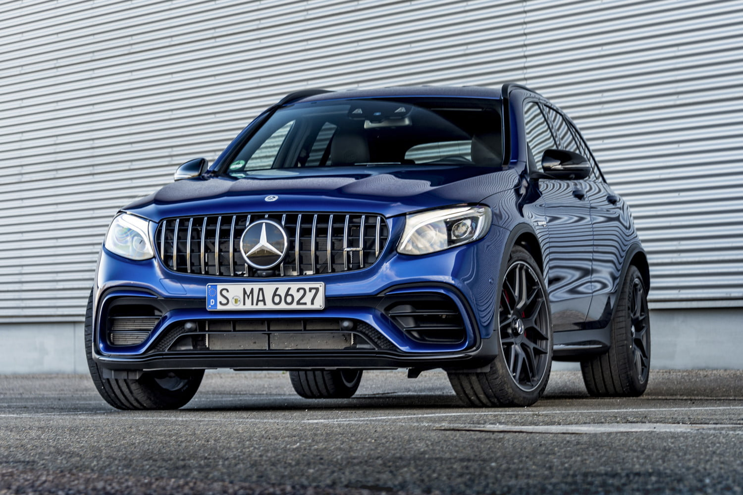 2018 mercedes amg glc63 s first drive review digital trends. Black Bedroom Furniture Sets. Home Design Ideas