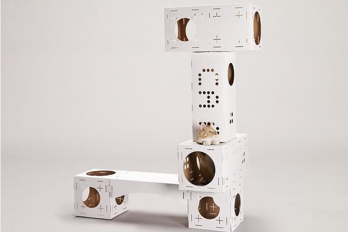 Have cats who love cardboard boxes? Then check out this DIY cat playground
