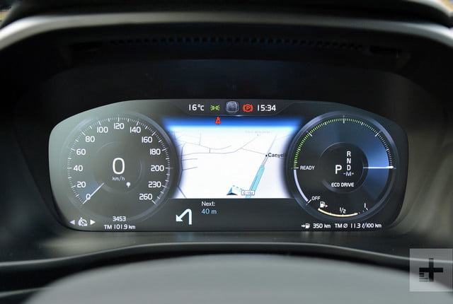 2019 Volvo XC40 first drive review spedometer