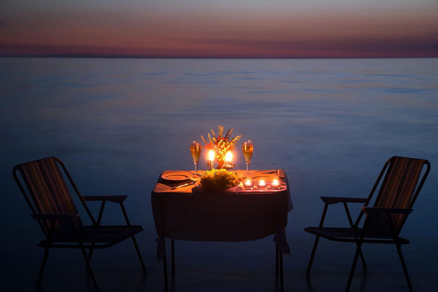 How to win valentine s day at the last minute digital trends for Romantic dinner
