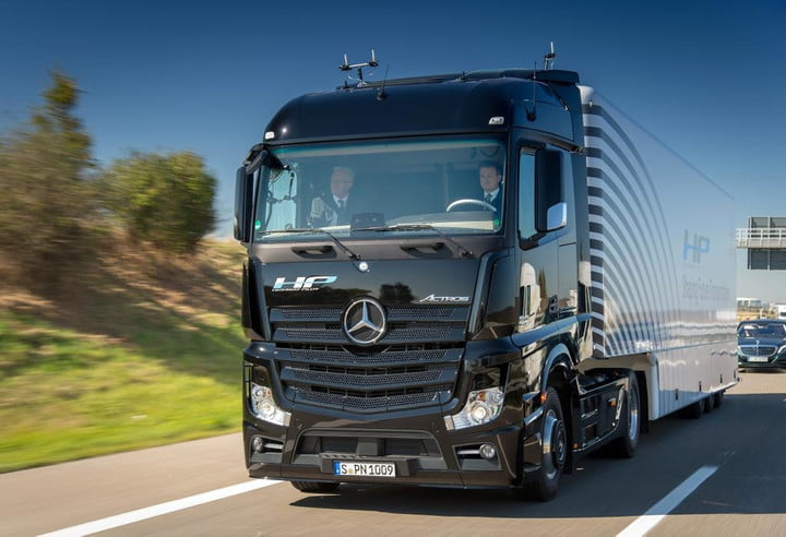 Mercedes Self-Driving Actros Semi Truck | Pictures, Specs | Digital ...