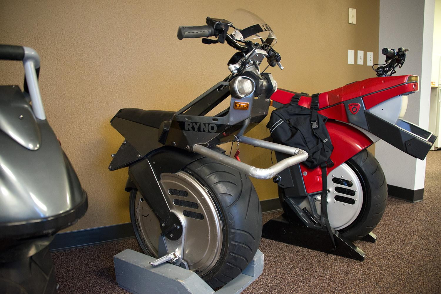 One-wheeled motorcycles: overview, features, types and reviews 48