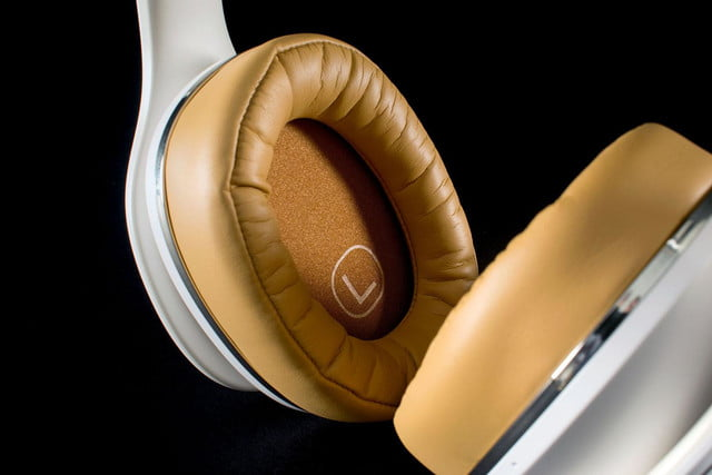 Samsung LevelOver earcup