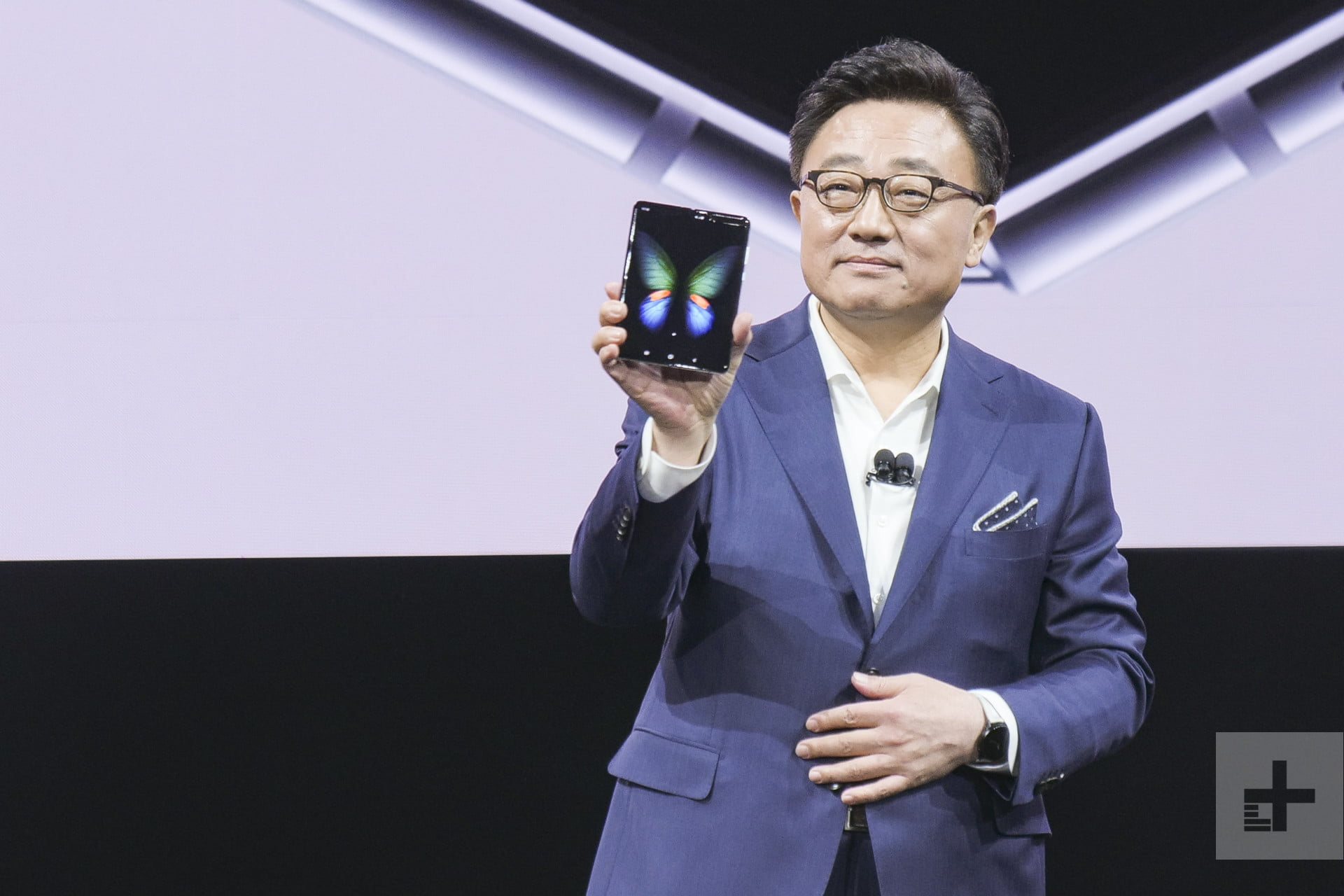 Folding smartphones hinge on the success of the Samsung Galaxy Fold