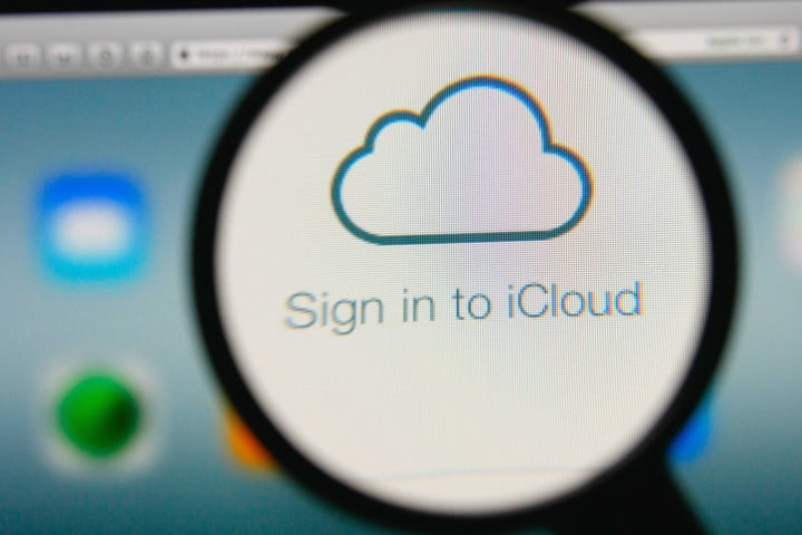 FBI raided two Chicago homes in iCloud celebrity nude hack investigation