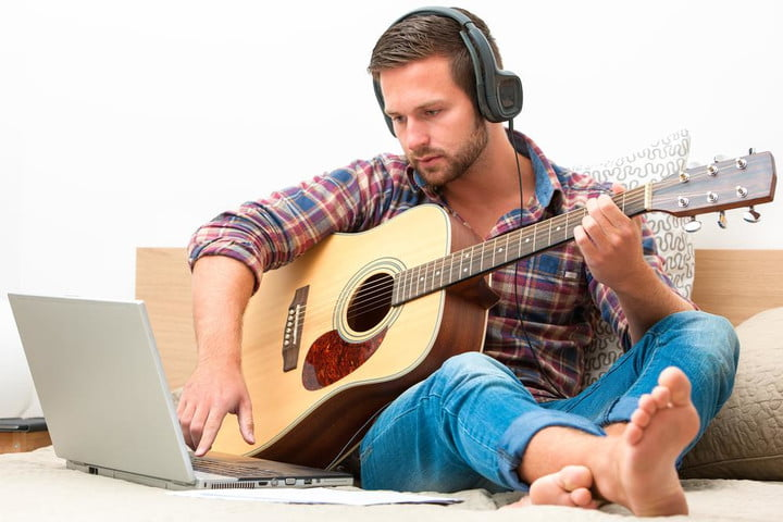 Music lessons meet Guitar Hero with the new Jellynote learning app