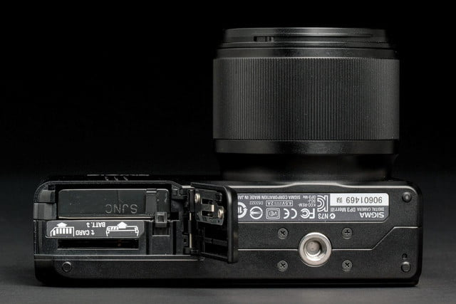 sigma dp3 merill review battery compartment