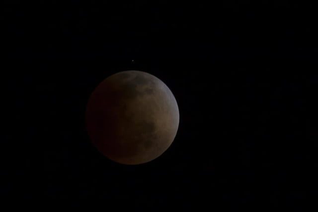grab camera head outside now blood moon makes second appearance smp 20140414 eclipse full