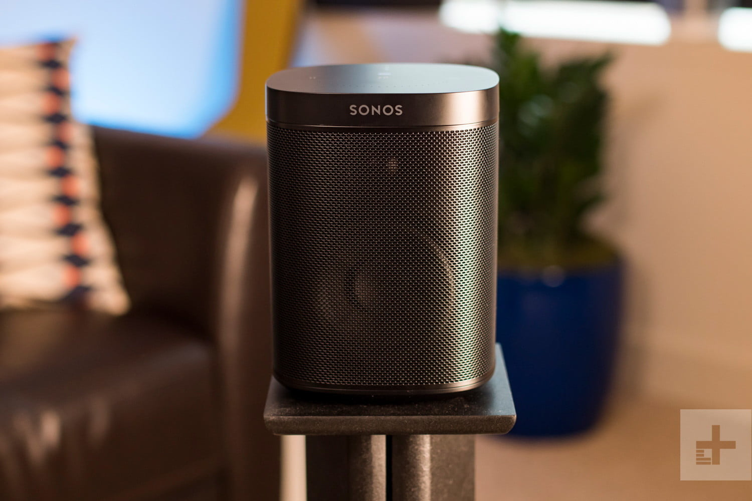 sonos one review finally a smart speaker that sounds great digital trends. Black Bedroom Furniture Sets. Home Design Ideas