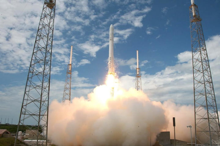 SpaceX to attempt rocket landing on a floating platform in Atlantic