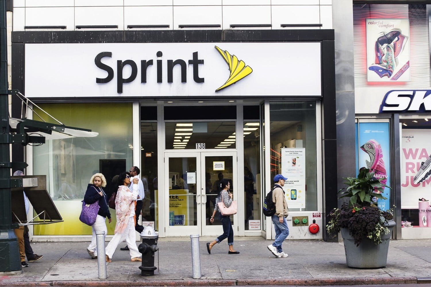 sprint brings holiday cheer to mexico and the caribbean with data