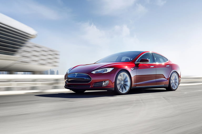 tesla holland crash news report details model s new battery 0002