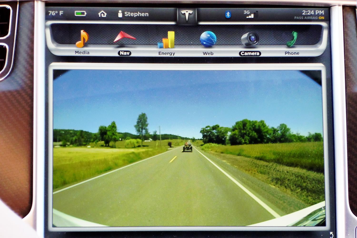 Tesla fights to replace analog rear-view mirrors with video cameras