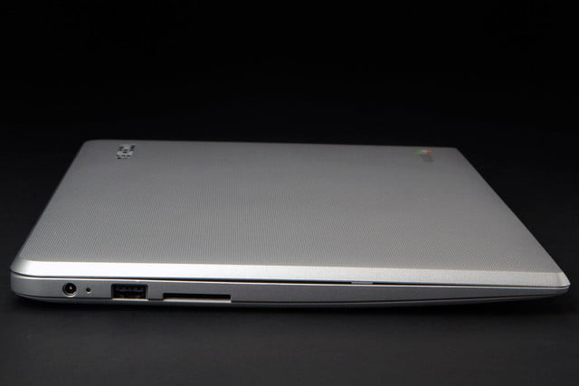 Toshiba Chromebook 2 right side