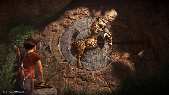 Uncharted: The Lost Legacy Chloe looking at an ancient ruin