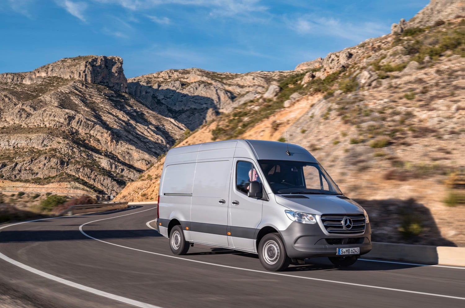 new mercedes benz sprinter factory opens with 20 000 amazon orders digital trends. Black Bedroom Furniture Sets. Home Design Ideas