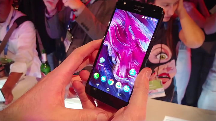 Moto X4 Hands-on Review: Pushing the Boundaries