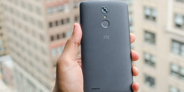 ZTE Max XL Review: It's a Big Phone for $100, But it Stretches Too